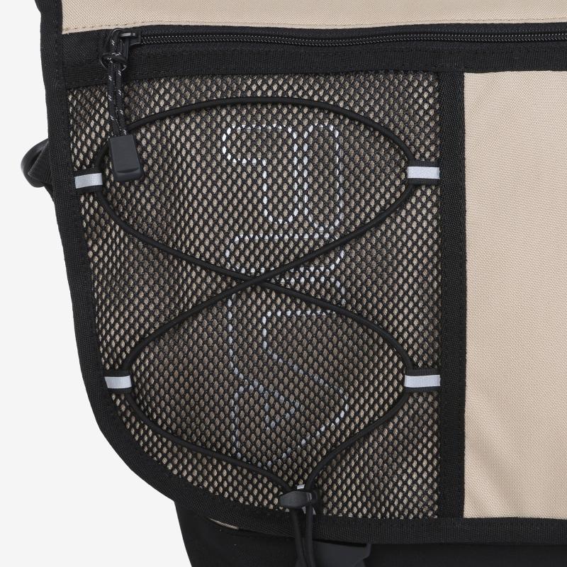 Detailed image of the T-PACK 21 messenger bag 3
