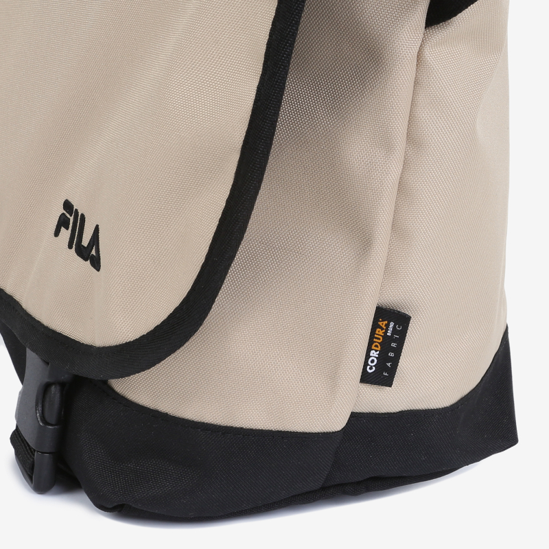 Detailed image of the T-PACK 21 messenger bag 4