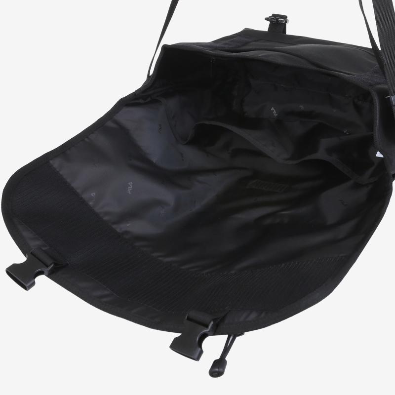 Detailed image of the T-PACK 21 messenger bag 6