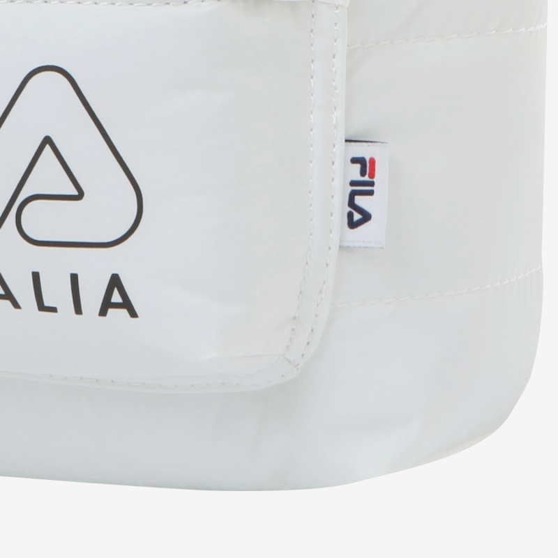 Detailed image of the Ace padded mini bag 7